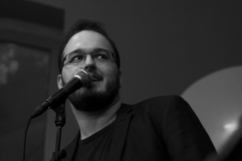 KulturFaktor live am 7.5.: Poetry Slam digital mit Niko Sioulis